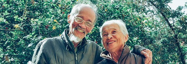 a chinese old couple smiling